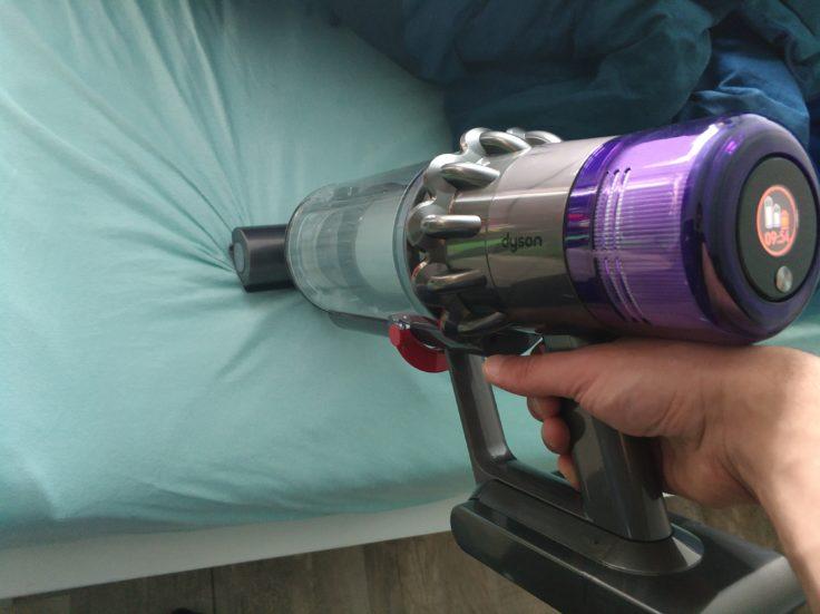 Dyson V11 Absolute Akkustaubsauger Milbenaufsatz Textilien Bett