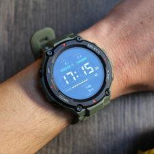 Huami Amazfit T-Rex Smartwatch an Hand