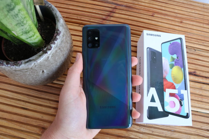Samsung Galaxy A51 Rueckseite in Hand