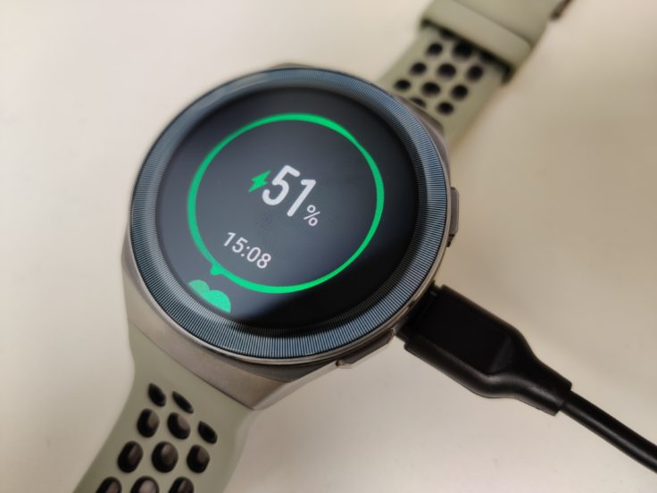 Huawei Watch GT 2e Akku laden