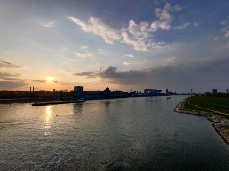 OnePlus 8 Pro Rhein Sonnenuntergang Ultraweit