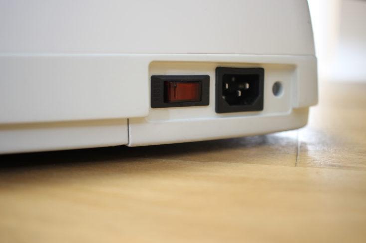 WalkingPad C1 Ladebuchse und Netzschalter