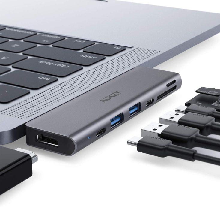 Aukey MacBook Hub am Geraet