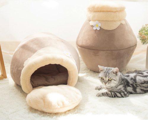 Katzen Versteck und Katze