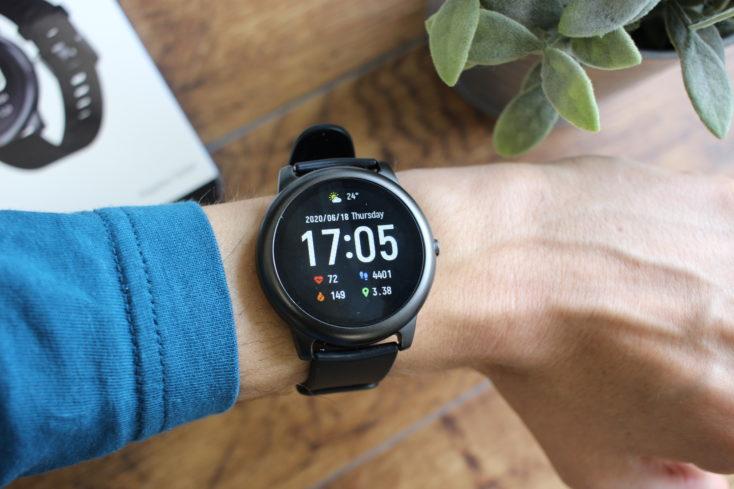 Haylou Solar Smartwatch an Hand