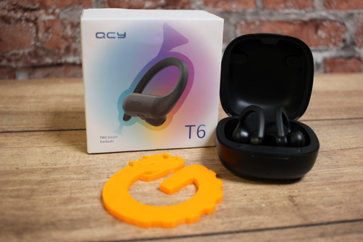 QCY T6 Kopfhoerer mit Verpackung von vorne