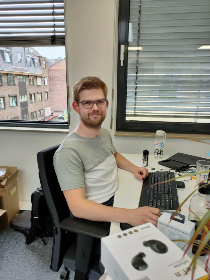 Realme X3 SuperZoom Testfoto Hauptkamera Farben Person