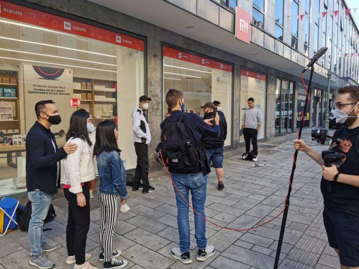 Xiaomi Store Duesseldorf Thorben vor dem Store