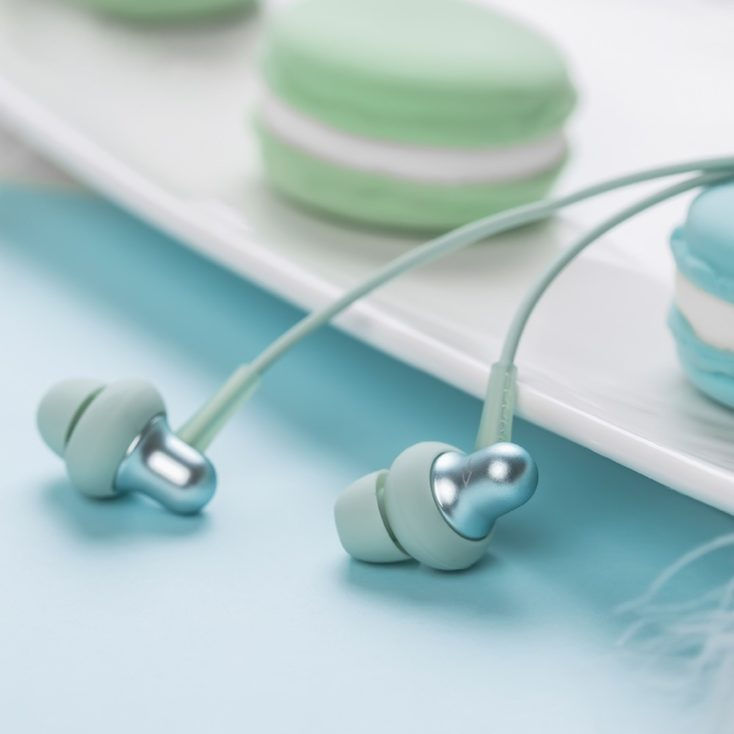 1MORE Stylish kabelgebundener In-Ear Produktbild bunter Hintergrund