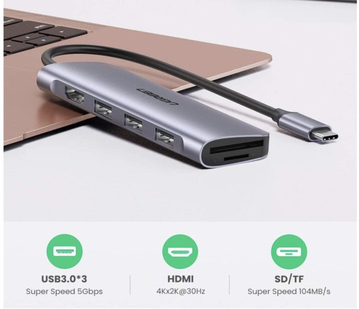 UGREEN USB C Hub  Tisch