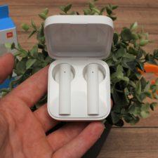 Xiaomi Mi True Wireless Earphones 2 Basic in Hand