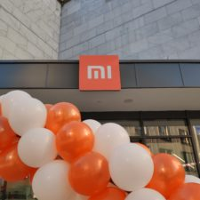 Xiaomi Store Mi Logo Balloons