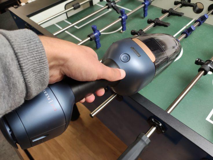 AEG QX9 Akkustaubsauger Handsauger in Verwendung