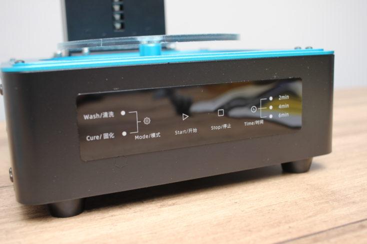 Anycubic Washing & Curing Machine Vorderseite mit Anzeige und Bedienelementen