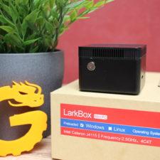 CHUWI LarkBox Computer auf dem Karton