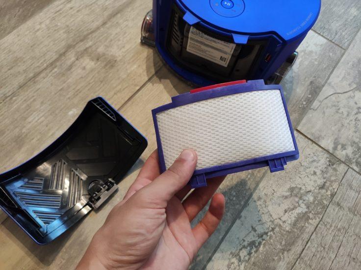 Dyson 360 Heurist Saugroboter Filter Entnahme