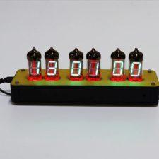 Rot leuchtende LED Uhr