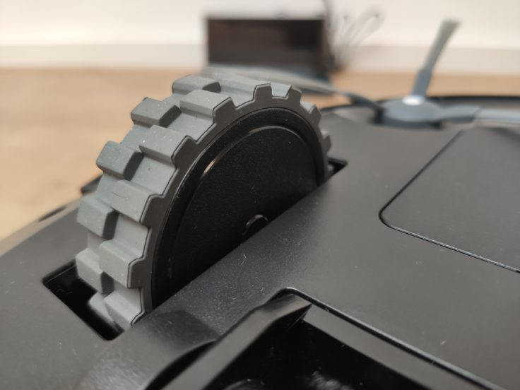 Simum 6 Saugroboter Reifen