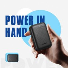 UGREEN 10.000 mAh Powerbank in Hand