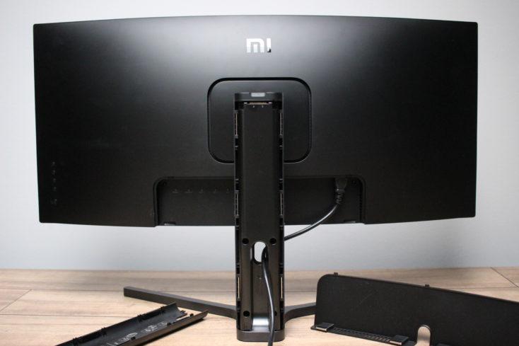 Xiaomi Curved Gaming Monitor Rueckseite und Abdeckung offen