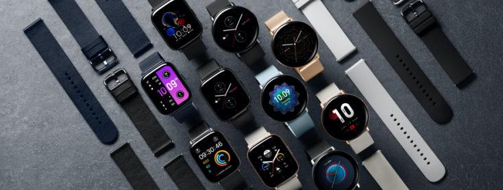 viele Zepp E Smartwatches mit angeschalteten Displays