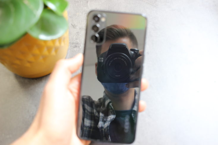 OPPO Reno4 5G Smartphone Rueckseite Spiegel
