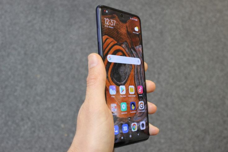 Xiaomi Mi 10T Lite in Hand Verarbeitung