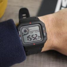 Amazfit Neo Smartwatch am Arm