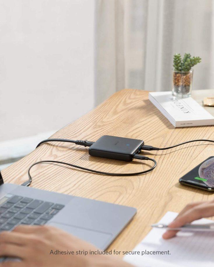 Anker PowerPort Atom III auf dem Schreibtisch