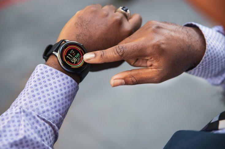 Imilab KW66 Smartwatch in Benutzung