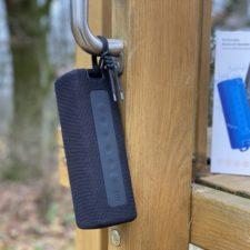Xiaomi Mi Portable Bluetooth Lautsprecher aufgehangen