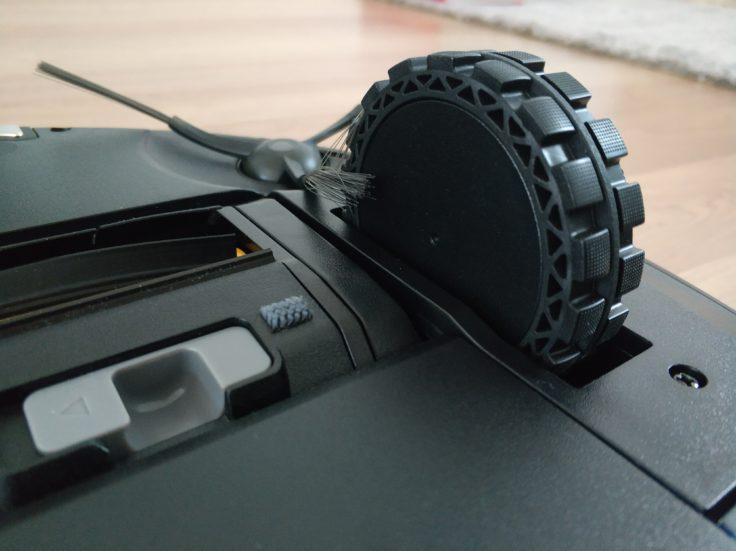 Yeedi 2 Hybrid Saugroboter Unterseite Reifen Hindernisüberwindung