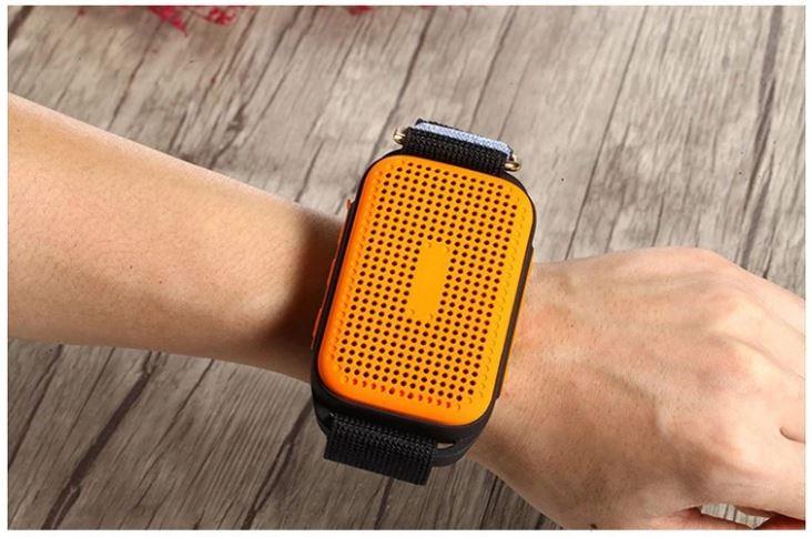 Speaker Armband U6 am Handgelenk