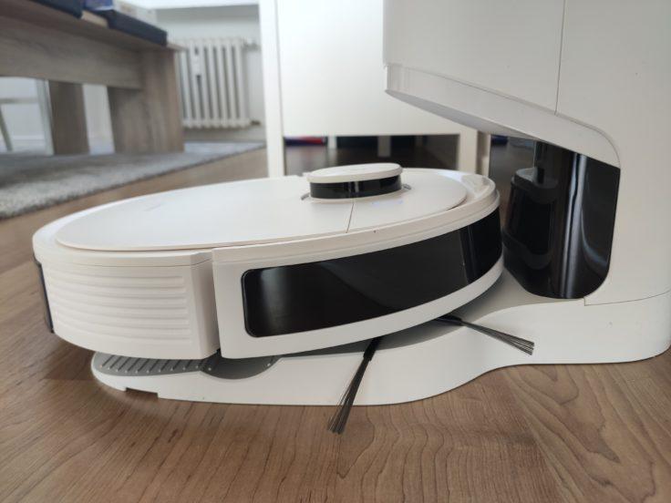 Ecovacs Deebot N8 Pro+ Saugroboter an Absaugstation Akku aufladen