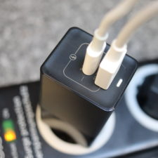 KUULAA 65W USB-C Ladegeraet Kabel angeschlossen