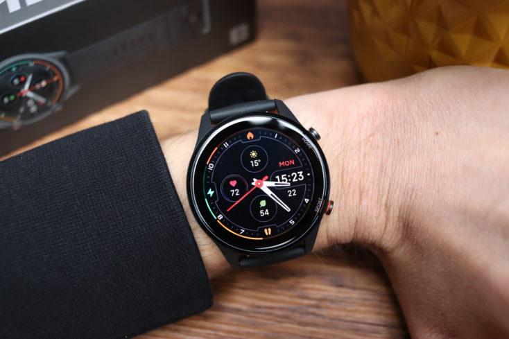 Xiaomi Mi Watch Smartwatch an Hand
