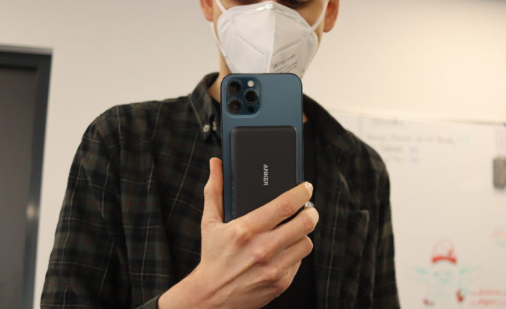 Anker PowerCore Magnetic 5K in Hand
