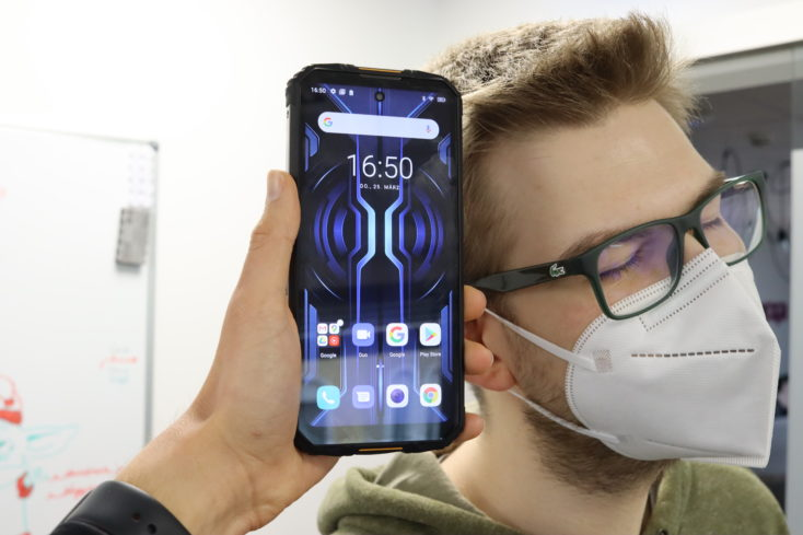 Oukitel WP10 Smartphone Head for scale