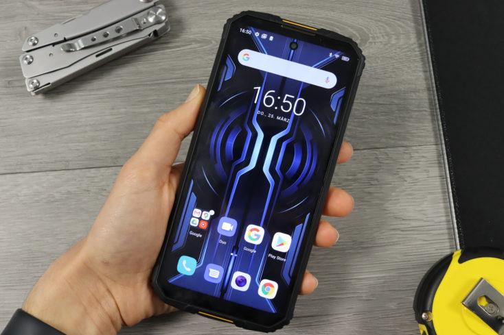 Oukitel WP10 Smartphone in Hand