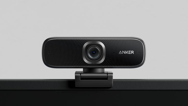Anker PowerConf C300 Webcam auf dem Monitor