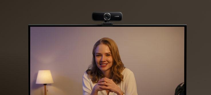 Anker PowerConf C300 Webcam auf dem Monitor mit Bild
