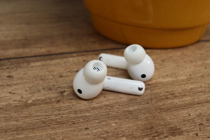 Huawei FreeBuds 4i Kopfhoerer beide Kopfhoerer