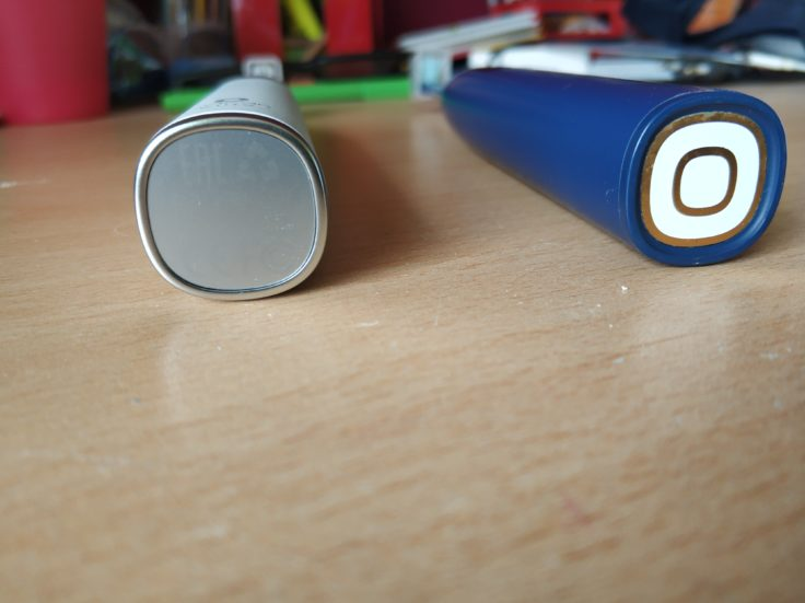 Oclean X Pro Elite elektrische smarte Zahnbürste Vergleich Unterseite mit Vorgängermodell