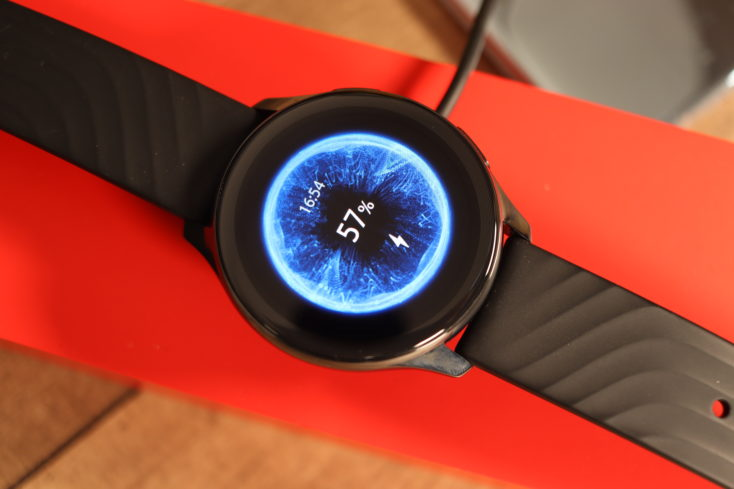 OnePlus Watch Laden
