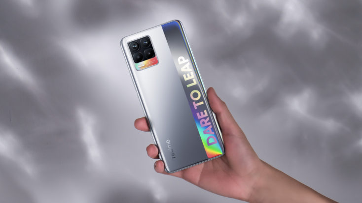 Realme 8 Smartphone Rueckseite Silber