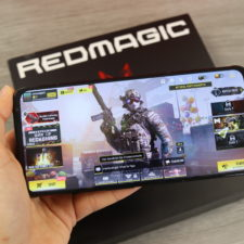 RedMagic 6 Gaming in Hand