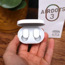 Redmi AirDots 3 in Ladeschale