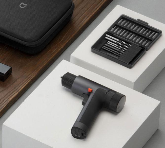 Xiaomi Mijia Akkubohrschrauber auf dem Tisch