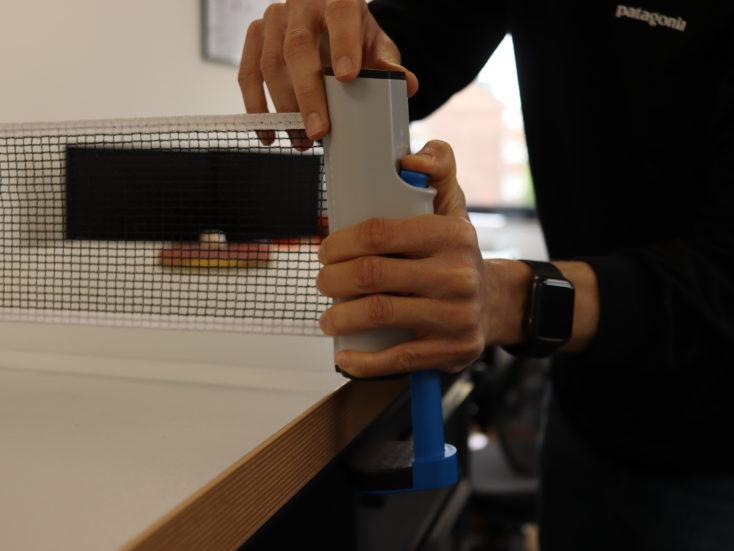 Ausziehbares Tischtennisnetz Montage