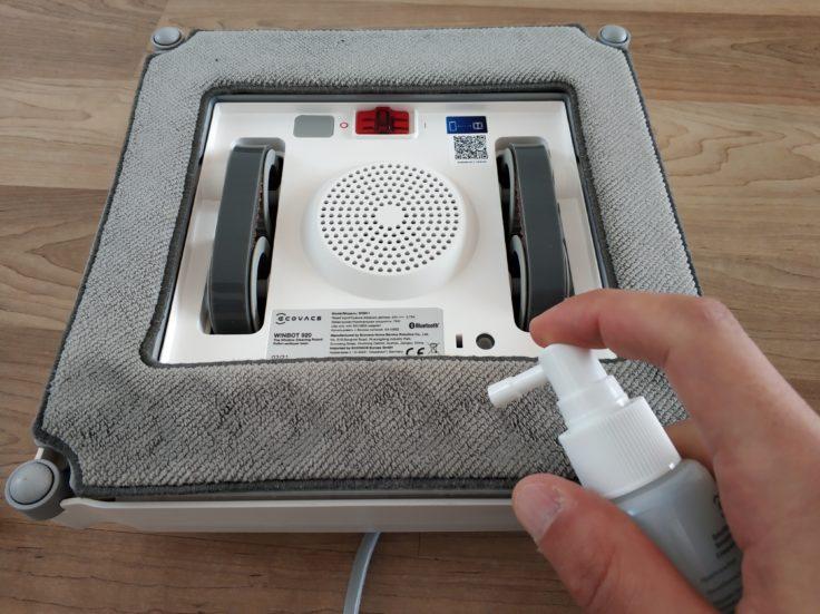 Ecovacs Winbot 920 Fensterputzroboter Vorbereitung Reinigungsmittel